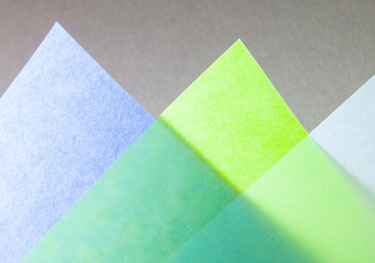transparent-farbig-papier-blau
