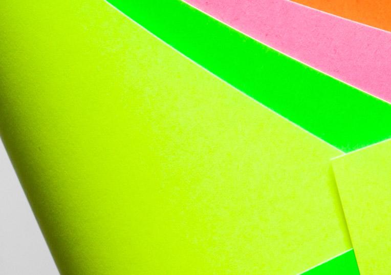 ultra-neon-papier-leuchtend