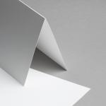 Metallics schimmernd Karten 150 x 150 mm hochdoppelt Weiß mit Goldschimmer