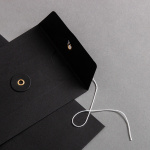 Umschlag DIN lang mit Bindfadenverschluss Schwarz