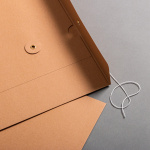 Umschlag C4 mit Bindfadenverschluss Braun