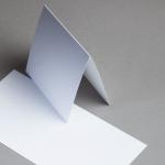Metallics gebürstet Karten 150 x 150 mm hochdoppelt Silberweiß