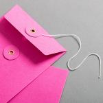 Enveloppe C6 rose avec rondelle par ficelle en rose