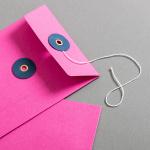 EnveloppeDIN long rose avec rondelle par ficelle en bleue